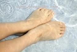 Menghilangkan bau kaki tak sedap menggunakan 4 bahan alami